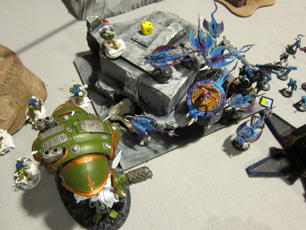 It worked out ok in the end and the Knight lived on the rest of the game, but this bubblewrapping has failed completely and the Knight should die. Screamers have a ton of ability to just fly over and around low model count walls.