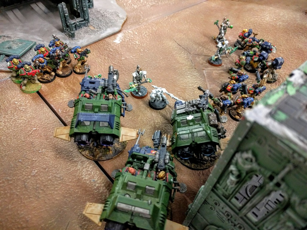 Kingbreakers surround the invading Necron.